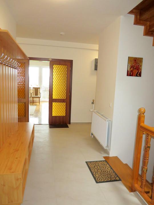 Bejárat (2)